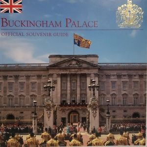 Official Buckinham Palace Book
